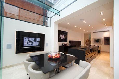 Frameless Glazing in living area